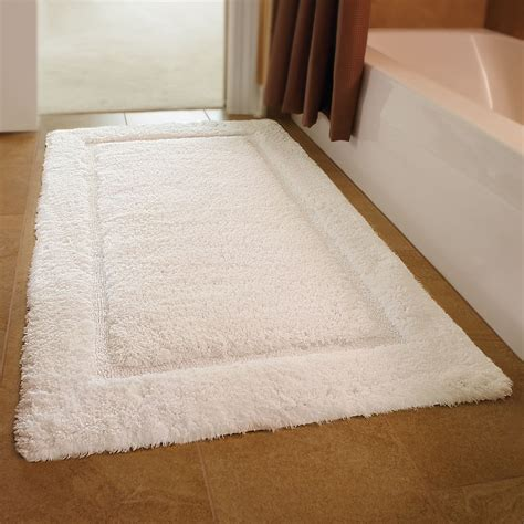 Luxurious Bathroom Rugs The European Luxury Spa Bath Mat Hammacher Schlemmer