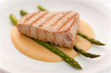 seared albacore tuna over roasted asparagus and potato puree life currents