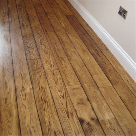 how to choose the flooring material wood or laminate