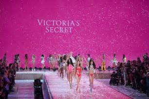s secret behati prinsloo 2015 victorias secret fashion show runway