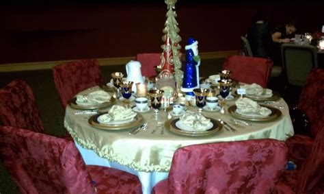 christmas luncheon table decorations pin by nancy jones on center pieces