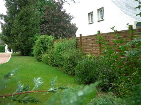 Impressionnant Amenagement Du Jardin Photo #2: Haie_variee_avec_cloture_bois.jpg