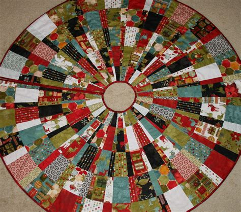 Patchwork Tree Skirt - freezeframe tutorial tree skirt
