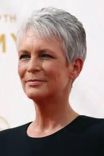 coiffure femme cheveux courts gris