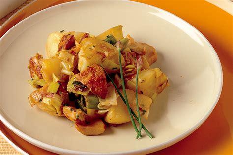 cucinare porri ricette padellata di porri funghi e patate la cucina italiana
