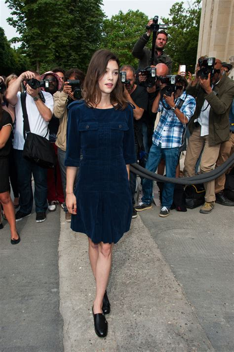 filmy z àstrid bergès frisbey astrid berges frisbey photos photos pfw arrivals at the