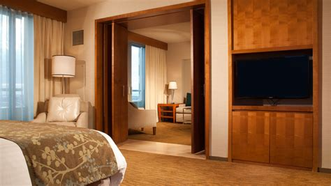 hotels with in room san diego suites in san diego guest rooms omni san diego hotel