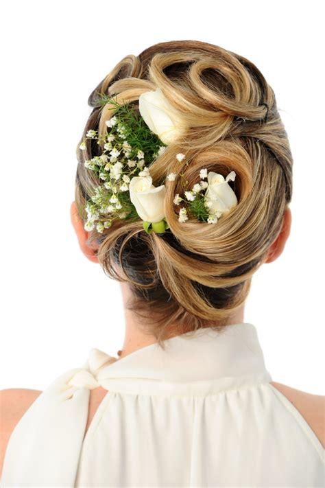 Hochzeitsfrisur Blumen by 55 Brautfrisuren Stilvolle Haarstyling Ideen F 252 R Lange Haare
