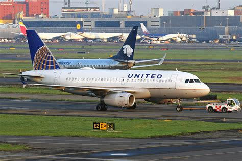 united airline sign in airbus a319 131 united airlines aviation photo
