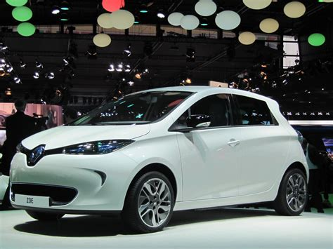 renault europe first renault zoe electric car delivered in france