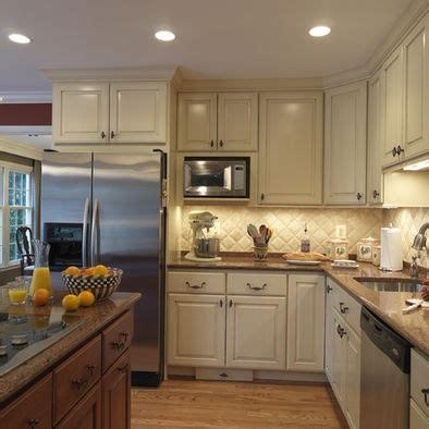 kitchen backsplash ideas with cream cabinets 17 best ideas about cream cabinets on pinterest cream