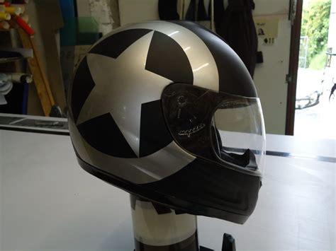 Helm Bekleben Aufkleber by Helme Irace Design