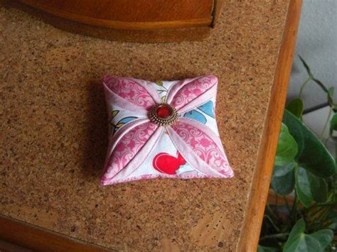 Cathedral Window Patchwork Pincushion - cathedral window pincushion tutorial by susanne klemm http