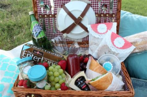 picnic basket ideas diy picnic blanket tips for date picnic ideas