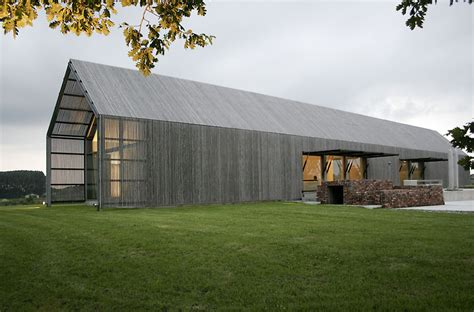 contemporary barn house modern barn 171 oliver yaphe