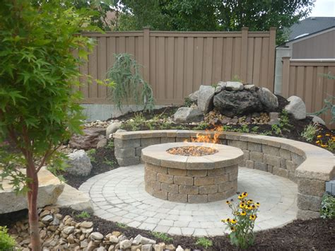 Patio With Firepit Concrete Grill Pad Area Circular Paver Patio With Pit Pit Ideas Pinterest