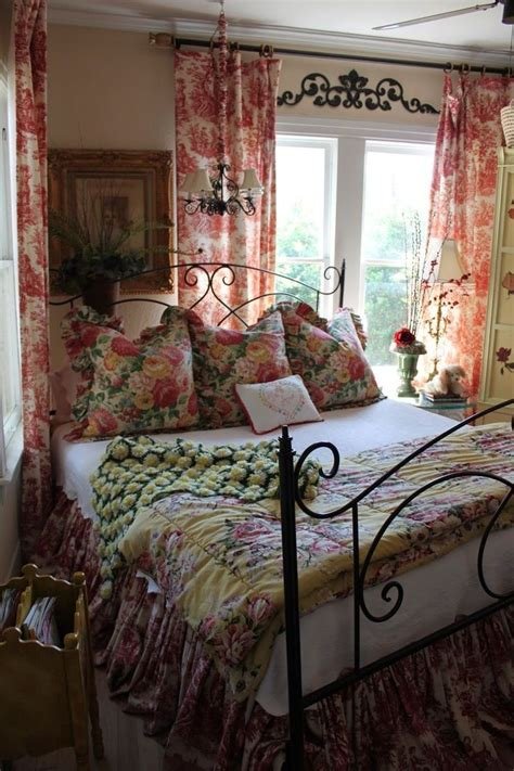 toile bedroom ideas 17 best ideas about english cottage decorating on