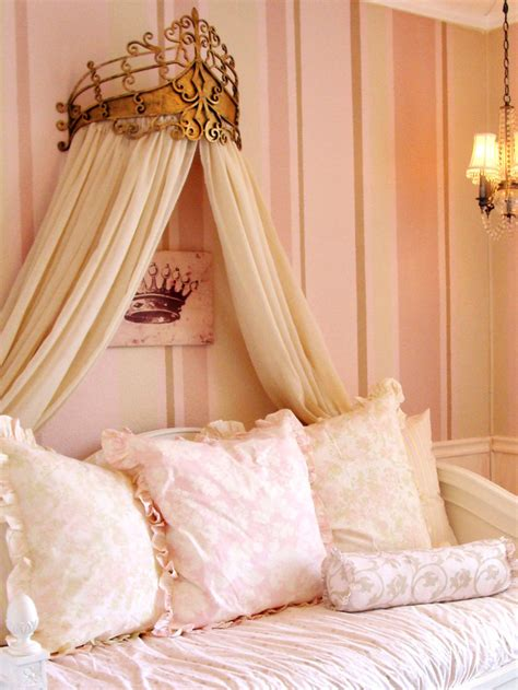 crown bedroom ideas 1000 images about lily s room ideas on pinterest