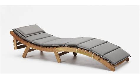 cuscini per lettini da giardino lettino da esterno in legno con cuscino