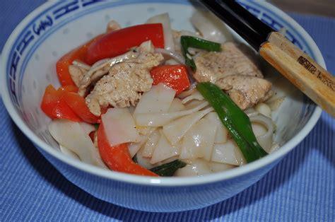 cucina cinese pollo tagliatelle cinesi pollo e peperoni cucina cinese