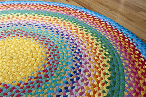 how to make a braided rug with yarn conseguir un ovillo de una vieja camiseta continuous t shirt yarn juntitoscrafts punto y