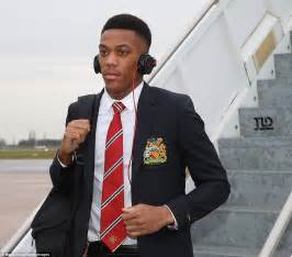 Jaket Playmaker United manchester united land in wolfsburg without injured