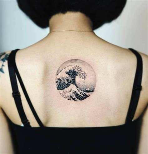 the great wave off kanagawa tattoo hokusai s the great wave kanagawa circle on