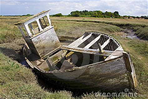 ski boat wreck wrecked boat stranded in mud royalty free stock photo