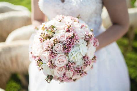 Wedding Bouquet Trends 2018 by Top 7 Wedding Flower Millennial Trends For 2018