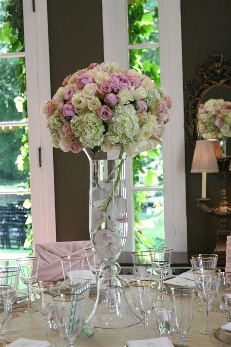 pink roses and white hydrangea centerpieces center
