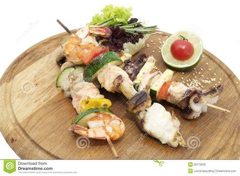 brochettes de fruits de mer sur b b q recette brochettes des fruits de mer images libres de droits