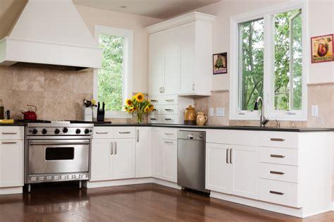 cocina  suelo de parquet  muebles blancos fotos
