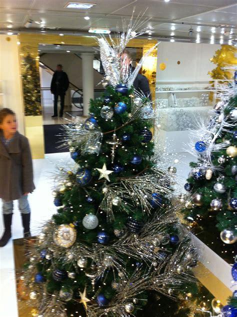 weihnachtsbaum mit lametta weihnachtsbaum mit lametta frohe weihnachten in europa