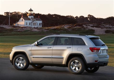 pink jeep grand cherokee jeep introduces 2011 grand cherokee