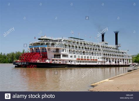 mississippi river boats mississippi vicksburg american queen cruise paddlewheel