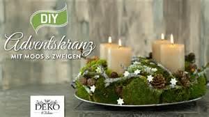dekoration adventskranz diy adventskranz aus naturmaterial mit moos zweigen
