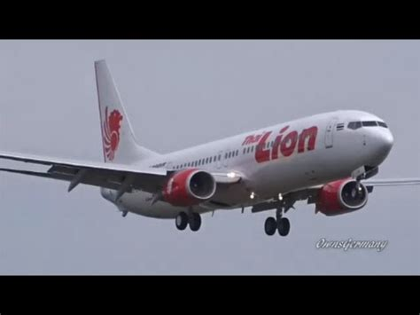 airasia vs citilink lion air b737 landed on the sea at denpasar bali all p