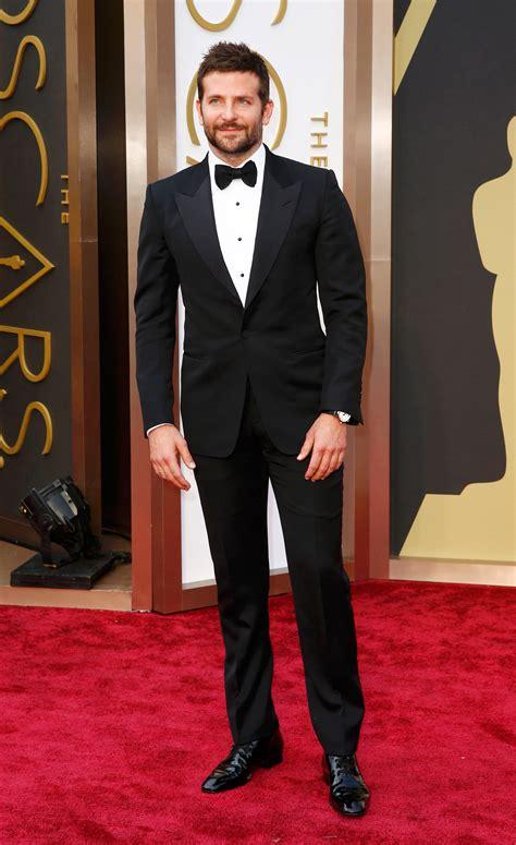 Bradley Cooper En La Alfombra Roja De Los Oscars 2014 La Alfombra Roja De Los Premios Oscar Premios Oscar 2014 Lab Rtve Es