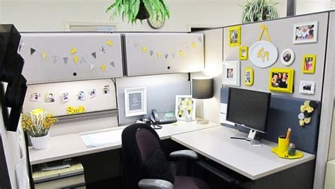 Decorate Your Office Desk Design Office Desk Feel Like At Home Alone Decorations Tree Decor Simple Design