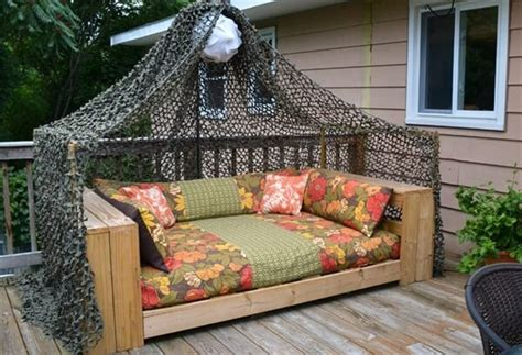 Diy Outdoor Daybed 16 Pallet Daybed And New Trend Pallet Furniture Diy