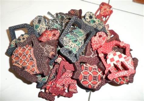 Souvenir Kulit Gantungan Kunci Motif Jaket kerajinan wayang kulit souvenir khas jawa suryo souvenir handicraft