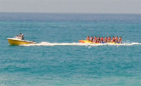 banana boat ride safe banana boat ride at payyambalam beach kannur thrillophilia