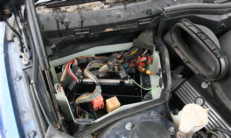 weird switched voltage source  wiper connection bmw