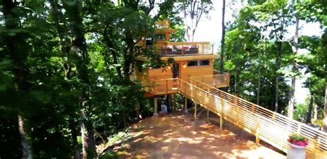 Frank Lloyd Wright Tree House by Peek Inside This Lavish Frank Lloyd Wright Inspired Treehouse Aol Features