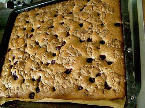 kuchen rezepte mit löffelbiskuit jockels cookie kuchen mit kirschen jockelchen