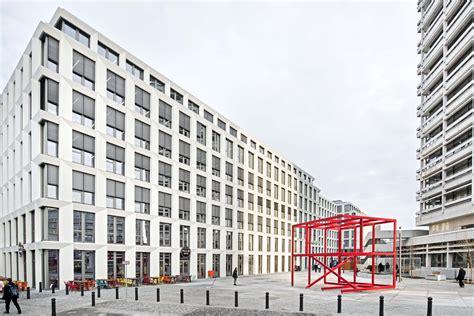 deutsche bank bankleitzahl berlin deutsche bank zwei geb 228 ude und 2free space skulptur