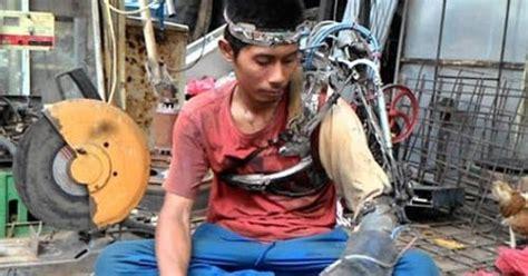 Apotek Penjual Sometimes We Need Apotek Penjual Kisah Nyata Iron Man Asal Indonesia Www