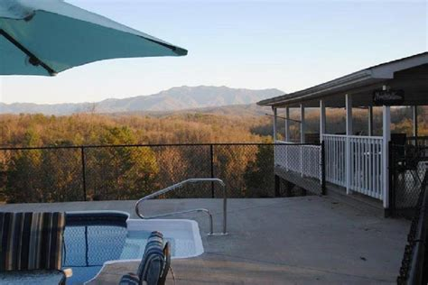 Pigeon Forge Cabin Rentals With Pool by Gatlinburg Amd Pigeon Forge Cabin Rentals With