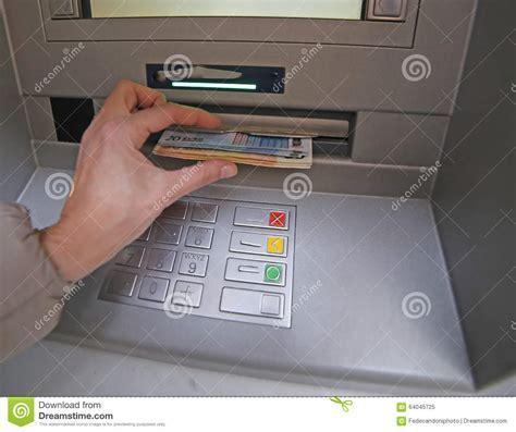 ritiro contanti in ritiro di soldi in banconote europee da contanti