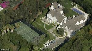 tom cruise mansion swat teams called to tom cruise s hollywood mansion only to realize it was a prank daily mail